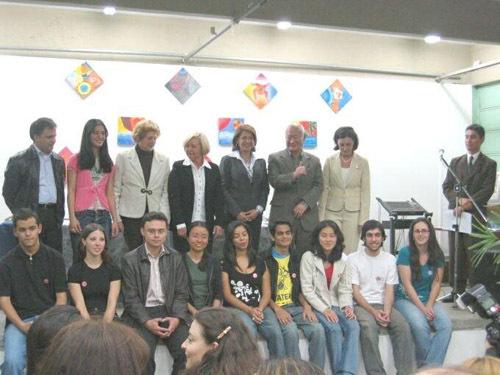 2013-12-16-cmrubinworldMaria_de_Castro_Brazil_meeting_highschool_students500.jpg