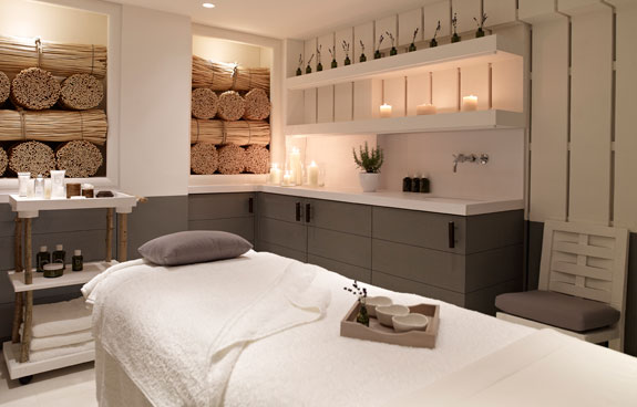 Christmas spa and the city super luxe london for Beauty treatment room decor ideas