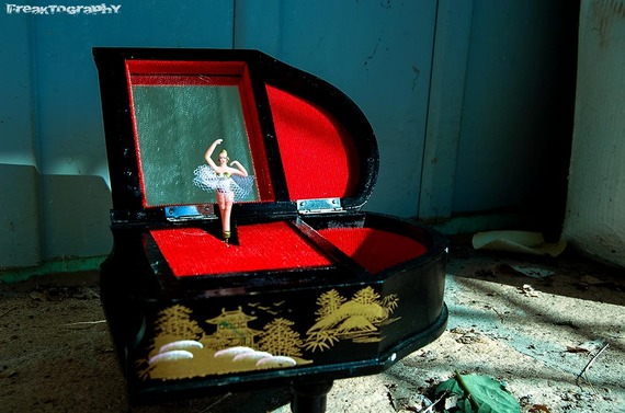 2013-12-19-AbandonedCatHouse15.jpg