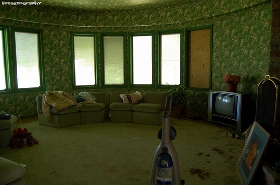 2013-12-19-AbandonedCatHouse5.jpg