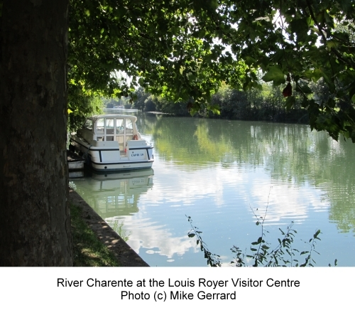 2013-12-19-River_Charente_at_Louis_Royer_in_Jarnac.jpg