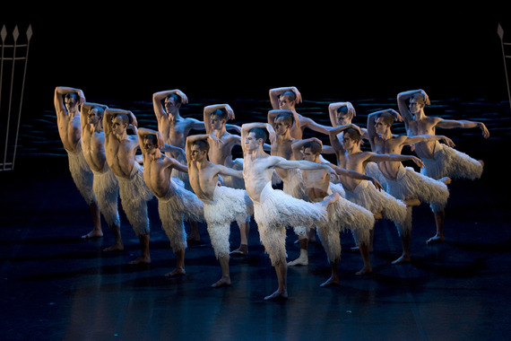2013-12-20-Matthew_Bourne_s_SWAN_LAKE._15122009.jpg