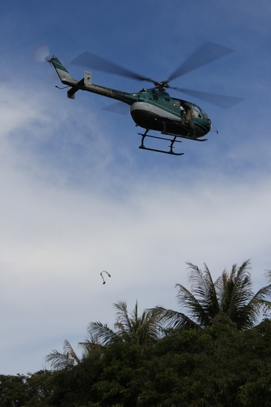 2013-12-20-helicopterandflagger.dvice.jpg