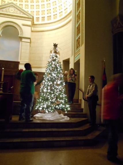 2013-12-22-TreeofAngels036480x640.jpg