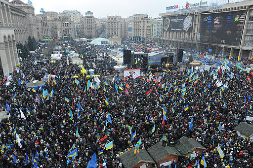2013-12-23-Euromaidan_panoramic_view_taken_from_the_top_of_the_Revolution_Christmas_tree._December_8_20132.jpg