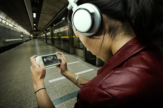 2013-12-23-wirelessaudiodevicesubway.jpg