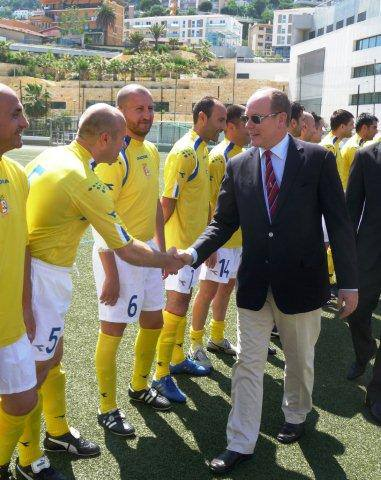2013-12-24-Prince_Albert_of_Monaco_with_Vatican_football_players.jpg
