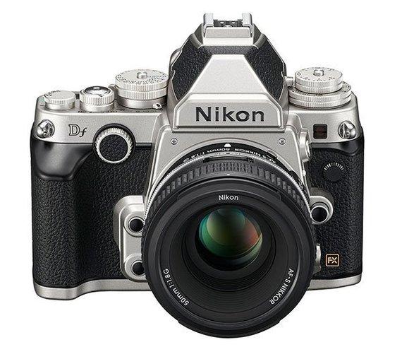 2013-12-31-NikonDfsilverfront.jpg