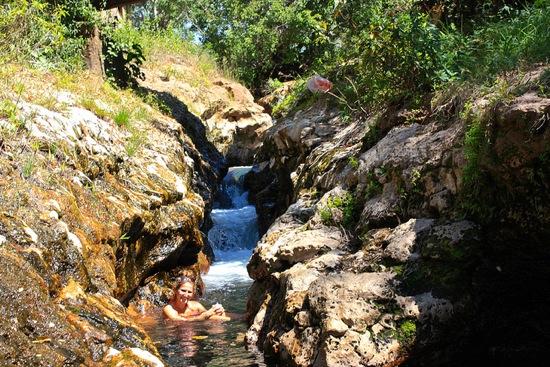 Mengeruda hot springs