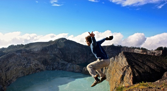 jumping in to the Kelimutu volcano