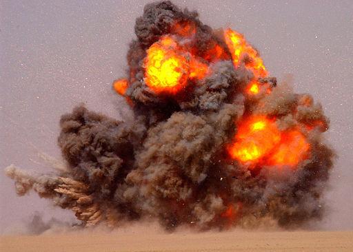 2014-01-17-512pxUS_Navy_020712N5471P010_EOD_teams_detonate_expired_ordnance_in_the_Kuwaiti_desert.jpg