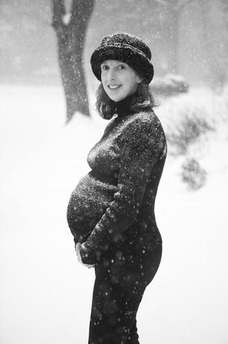2014-01-21-PregnantinthesnowNickKelsh.jpg