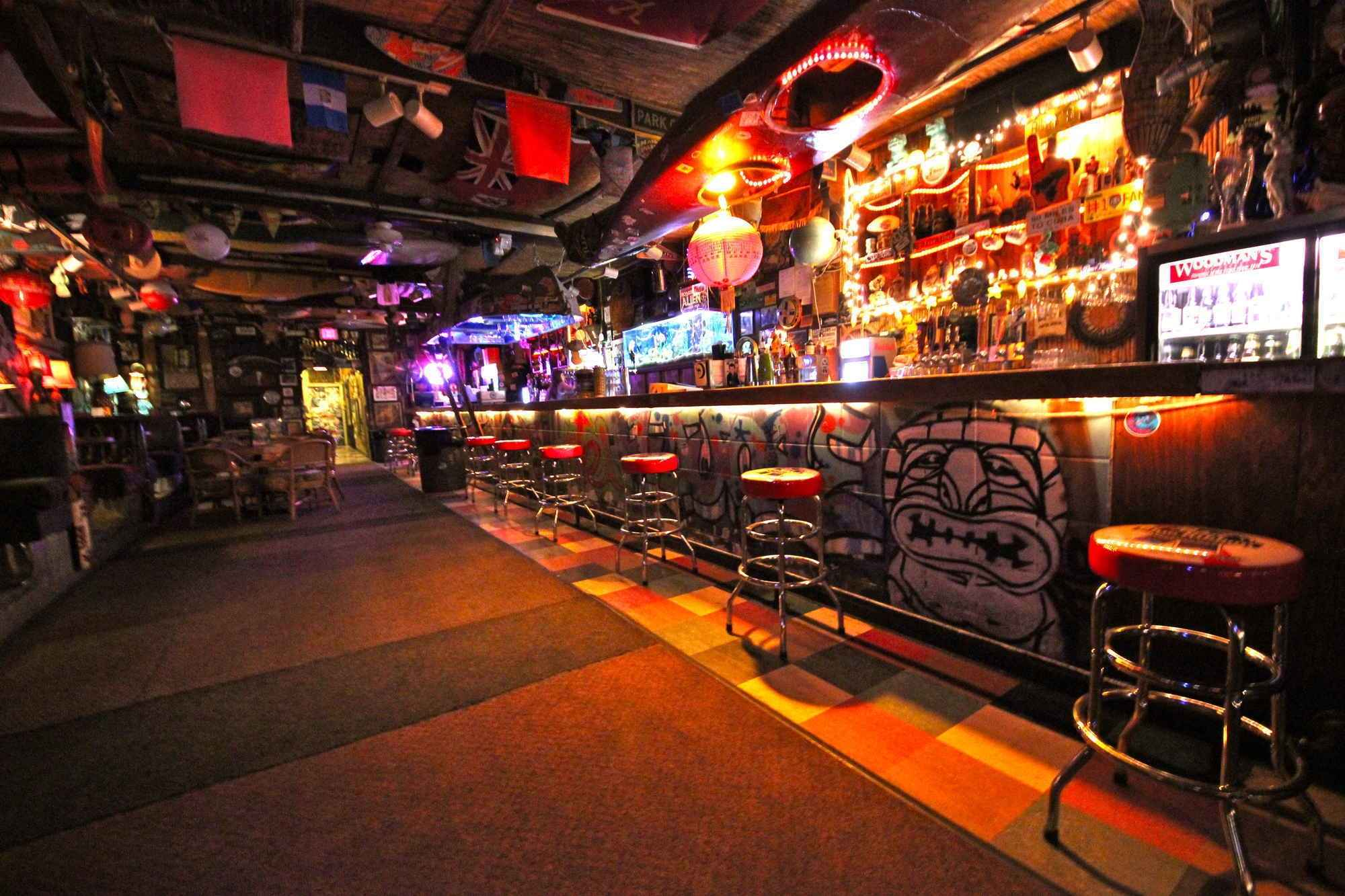 These are the 17 best tiki bars in america huffpost for Bar dive