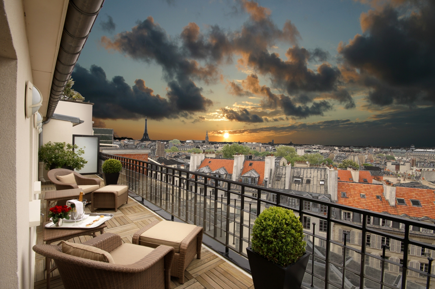 Six most romantic hotels in paris huffpost for Hotel royal