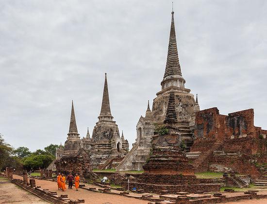 2014-01-31-784pxTemplo_Phra_Si_Sanphet_Ayutthaya_Tailandia_20130823_DD_16.jpg