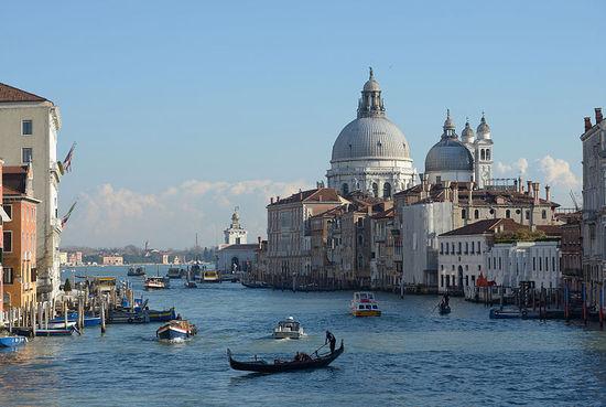 2014-01-31-800pxCanal_Grande_Chiesa_della_Salute_e_Dogana_dal_ponte_dell_Accademia.jpg
