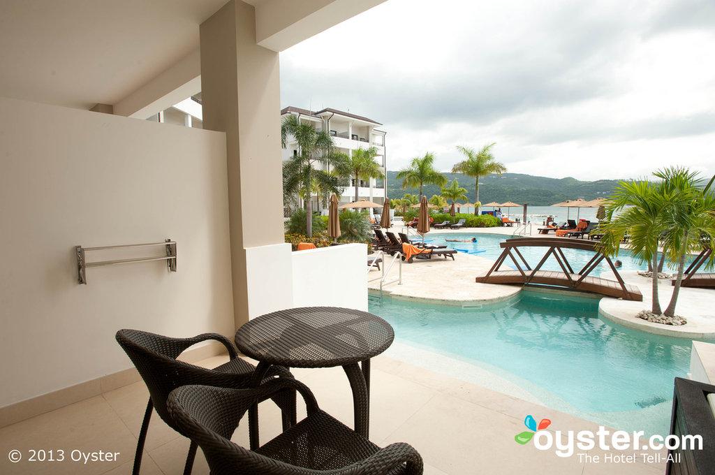 11 Gorgeous Swim Up Suites Photos Huffpost