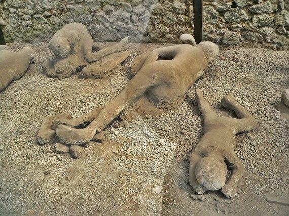2014-02-07-PompeiibodiesEarthDrReeseHalter