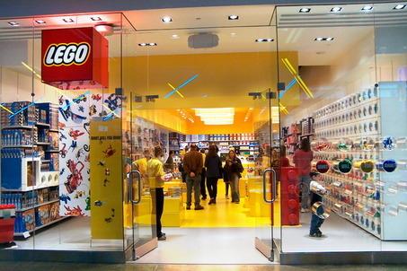 2014-02-09-Large_Lego_store.jpg