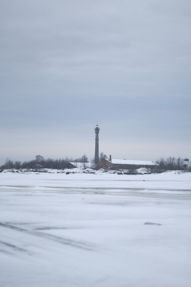 2014-02-13-IMG_2259lighthouse_over_ice.JPG