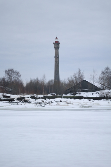 2014-02-13-IMG_2299lighthouse_over_ice.JPG