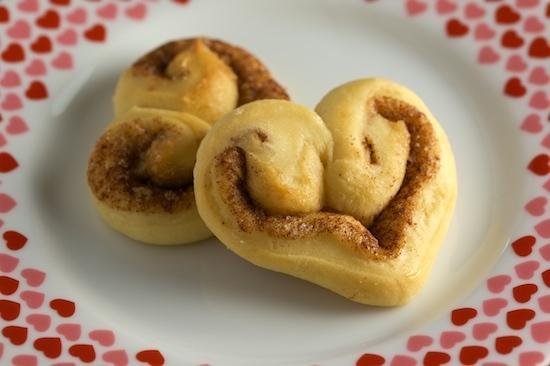2014-02-13-heartshaped.cinammon.rolls.jpg
