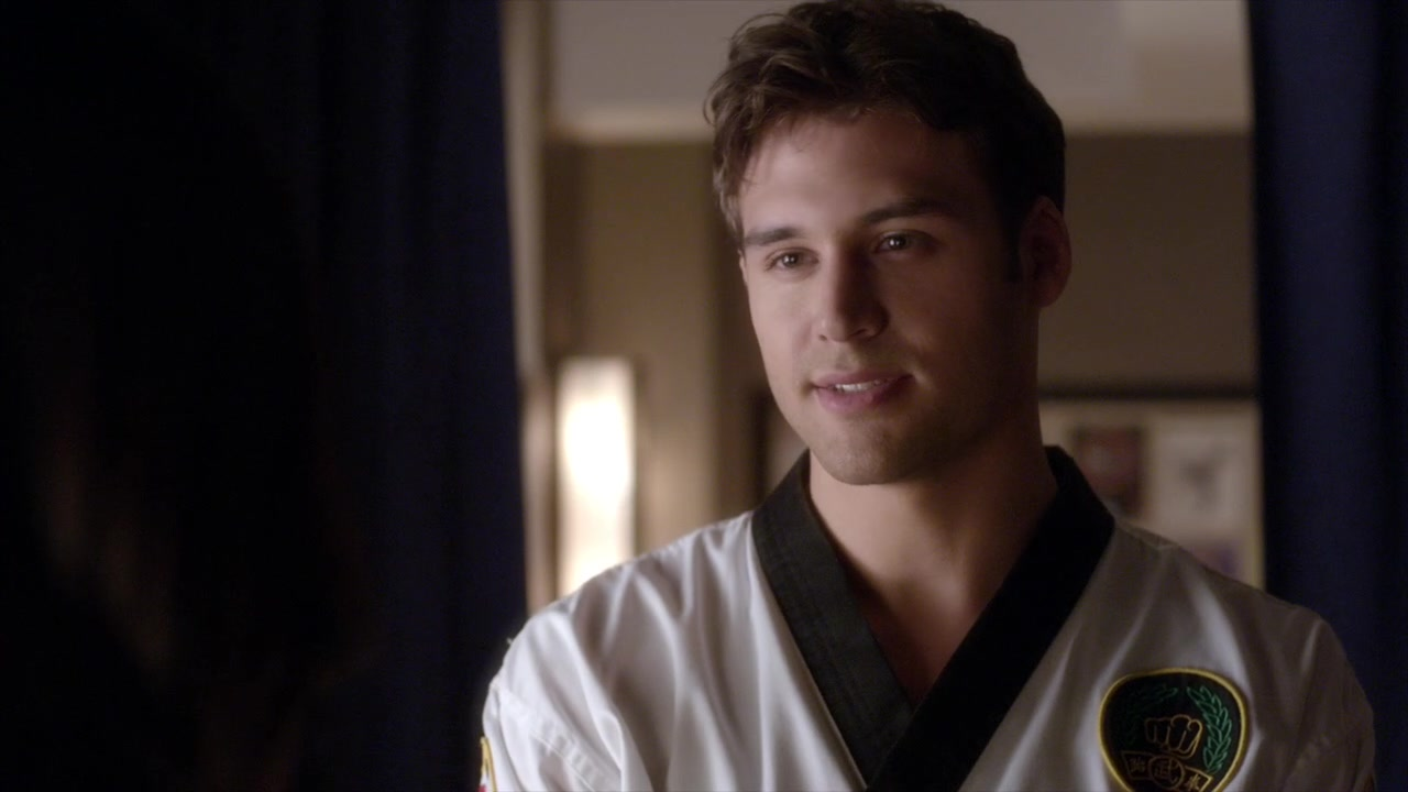 where are all the pretty large men on pretty little liars