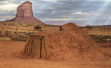 2014-03-11-640pxNavajo_Hogan_Monument_Valley.jpg