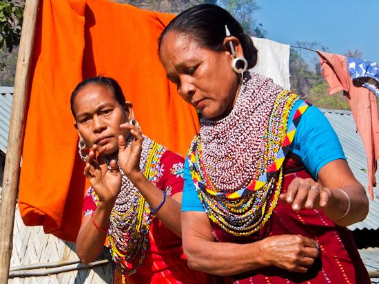 2014-03-12-TripuraDancingWomen.jpg