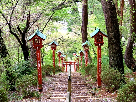 Morioka Japan  city images : ... shrine with cherry blossoms to brag about. This is in Morioka, Iwate