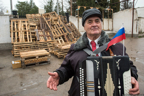 2014-03-15-CrimeanVoter.jpg