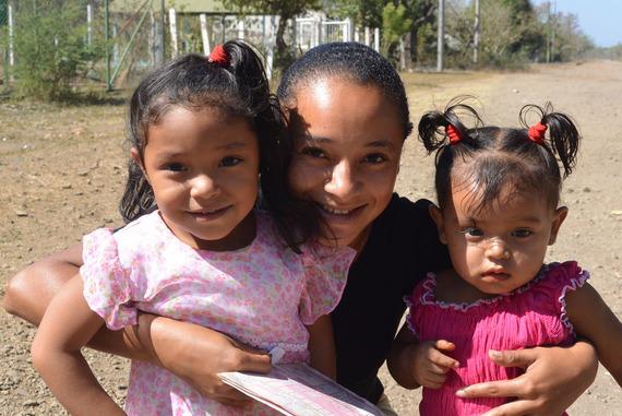 2014-03-29-womanandchildreninNic.jpg