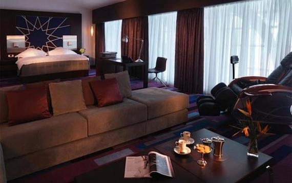 2014-03-31-DUBAI_INTERNATIONAL_HOTEL.jpg