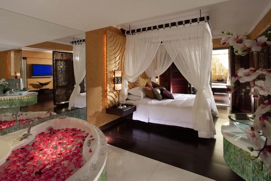 The world 39 s top 10 airport hotels with stunning runway for Most expensive hotel room in dubai