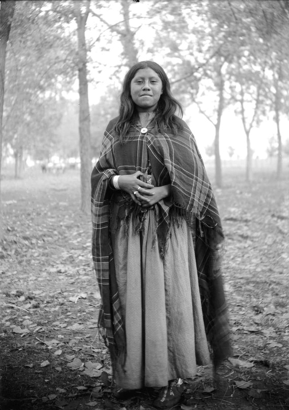 Rare, Old Photos Of Native American Women And Children -8854