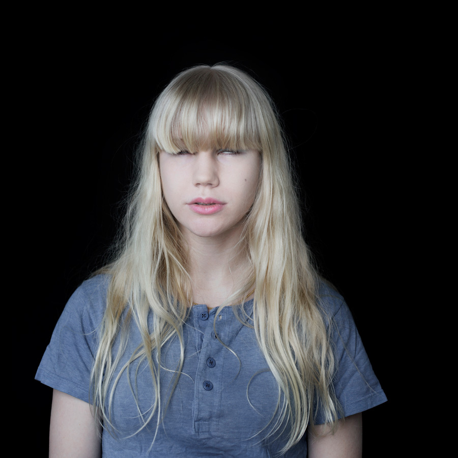 Langbeinige teen Julia gebohrt tief in Ihrem po-Loch Hündchenstellungstyle