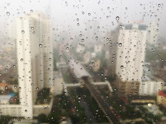 2014-04-11-skylinewithraindropsinfrontThanunBuranapong.JPG