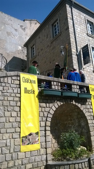 2014-04-12-CastleTouronsurRhone.jpg