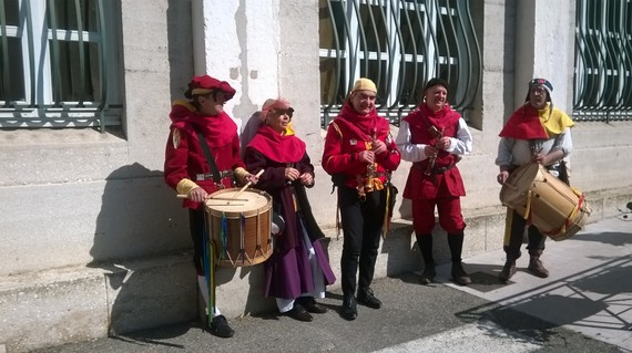 2014-04-12-TroubadoursatcastleTouronsurRhone.jpg