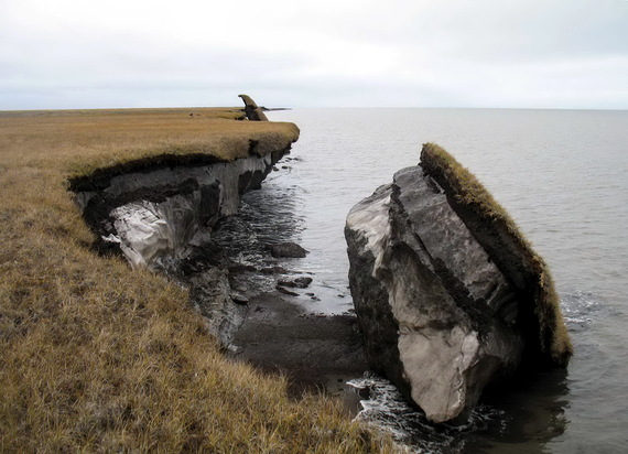 2014-04-18-permafrostblockofcoastaltundracollapsedonAlaskasArcticCoastCourtesyUSGSAlaskaScienceCenter.jpg