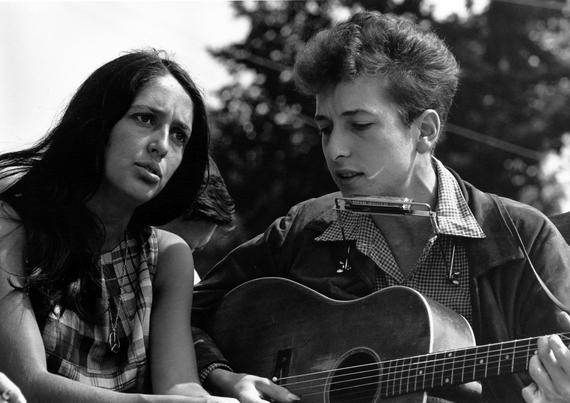2014-04-21-Joan_Baez_Bob_Dylan_wikimedia.jpg