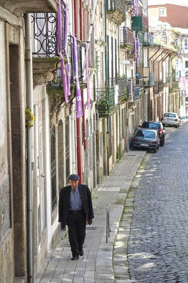 2014-04-23-streetscenewithmanportoportugal.jpg