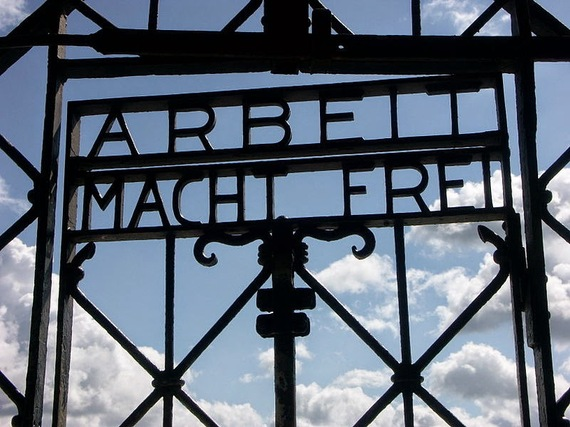 2014-04-25-800pxArbeit_Macht_Frei_Dachau_8235.jpg