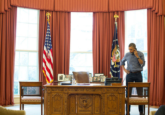 2014-04-25-Barack_Obama_talks_on_the_phone_with_Russian_President_Vladimir_Putin_about_Ukraine_March_1_2014.jpg