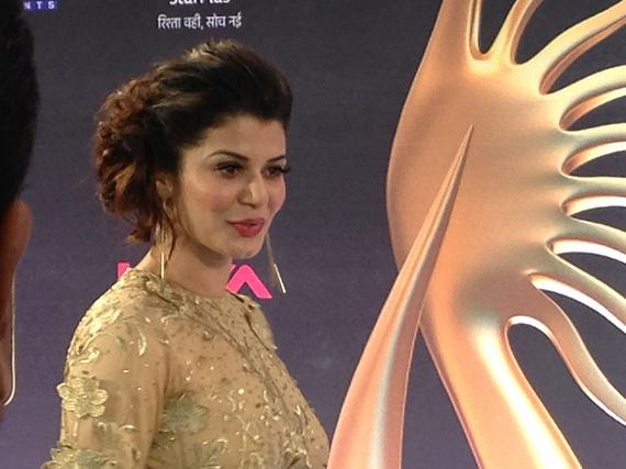 2014-04-25-Bollywood4KainaatArora.jpg