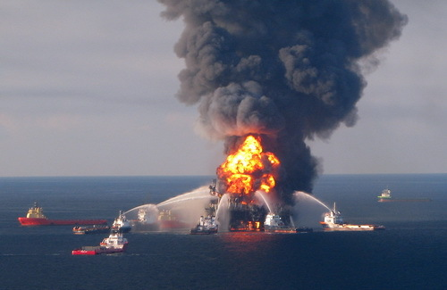 2014-04-25-DeepwaterHorizon500_fire_20100421wikipedia.jpg