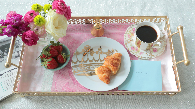 Mother 39 s day brunch vs breakfast in bed huffpost for Good ideas for mother s day breakfast in bed
