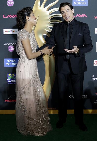 2014-04-29-BollywoodTravoltaChopra.jpg