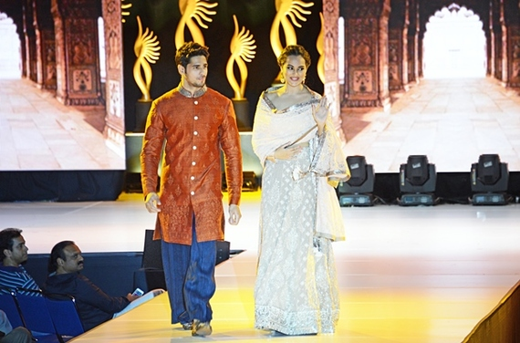 2014-04-29-Bollywoodcouplefashion.jpg