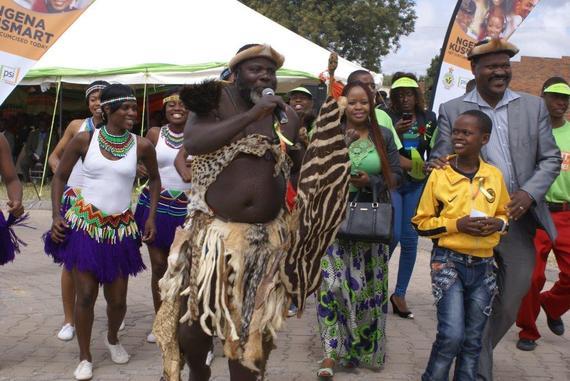 2014-05-06-ZimbabwesmostfamouspoetAlbertNyathi_withson_andwho_where_fromPSI.jpg